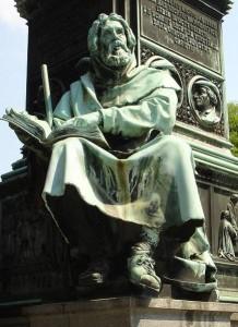 Pedro Valdo - Monumento a Lutero en Worms