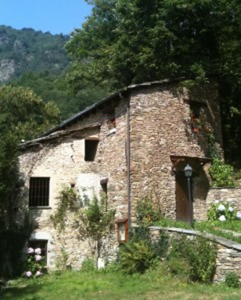 La-Gianavella-Casa-di-Giosuè-Gianavello-antenato-del-pastore-Janavel-241x300
